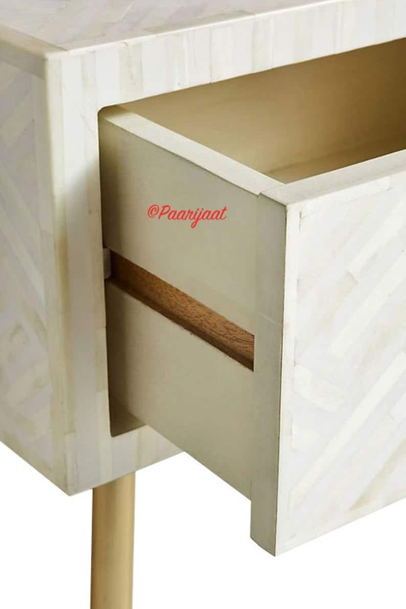 Кость Inlay 1 Выдвижные Прикроватная Полосатый в белом с металлическими ножками, Кость Inlay Столик, Тумба