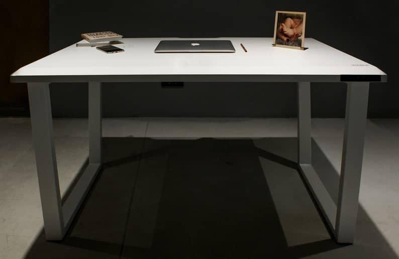Стол для офиса и дома, компьютерный стол со встроенной электроникой с металлическими ножками