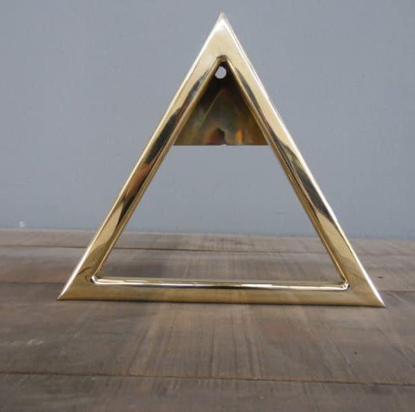 Флагшток, 16 • треугольник, латунь