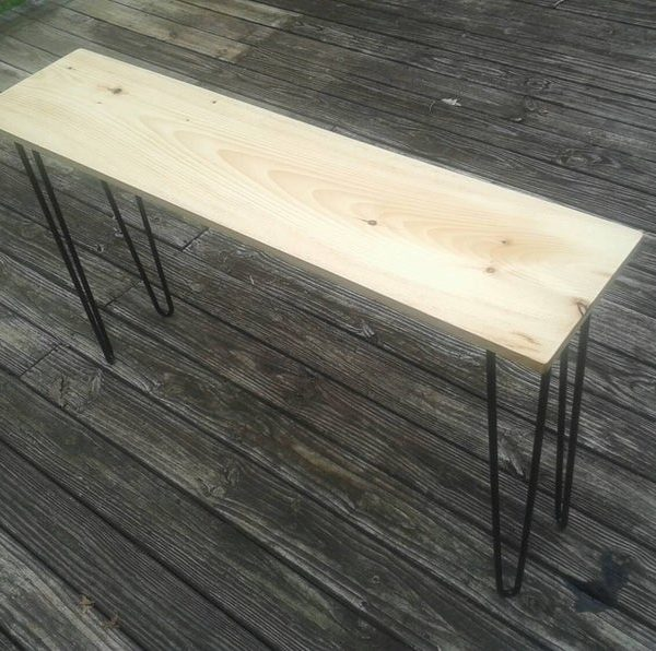 Прекрасный стол белой сосны консоли с черными шпильками ног