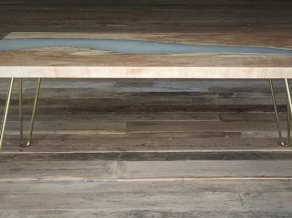 Maple Slab Журнальный столик с кремовой эпоксидным и металлическими ножками