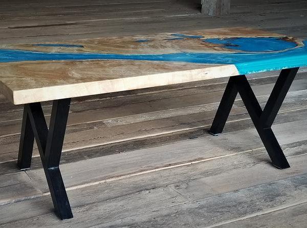 Maple Slab Журнальный столик ж / Синий эпоксидный Топография и металлические ножки
