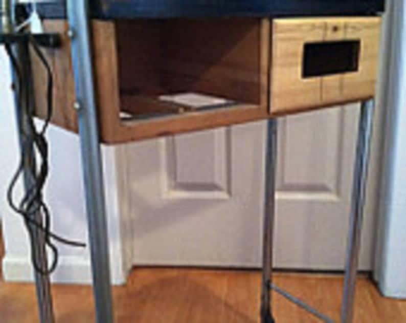 Середина ногти века маникюр стол с черным верхом, лампой и металлическими ножками с оригинальными пластиковыми колесами и ЛТЫ & Lt свободная перевозка груза & GT & GT