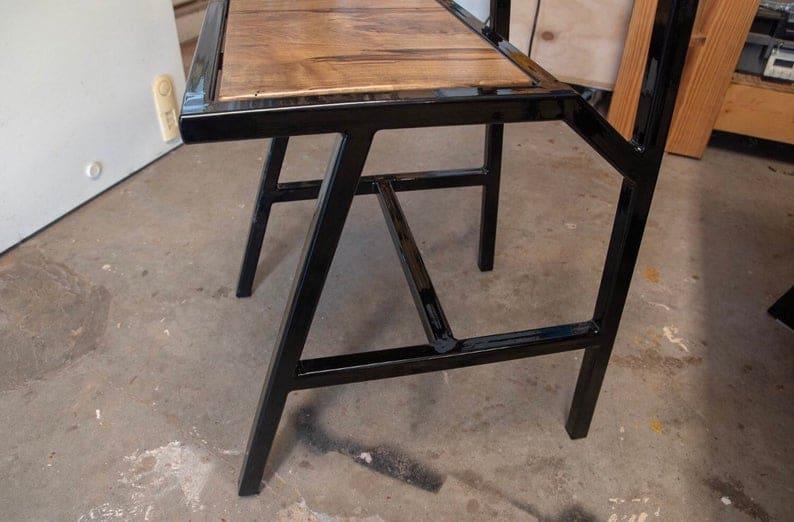 Современные металлические стулья