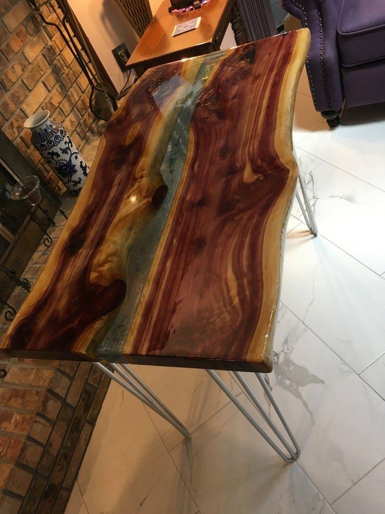 Красный кедр эпоксидного стола с металлическими ножками