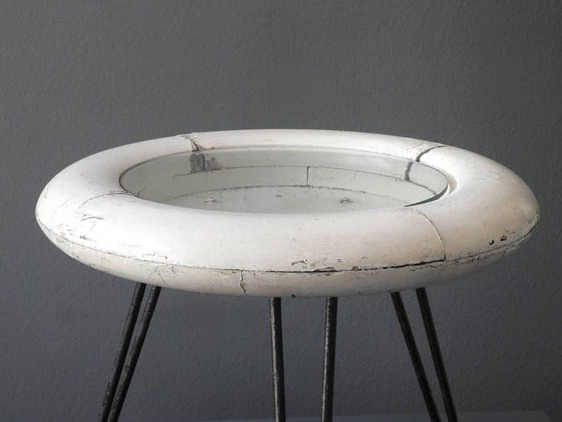 Круглый итальянский Середина века Современный морской тумбочка | Спасательные кольцо с металлическими ножками