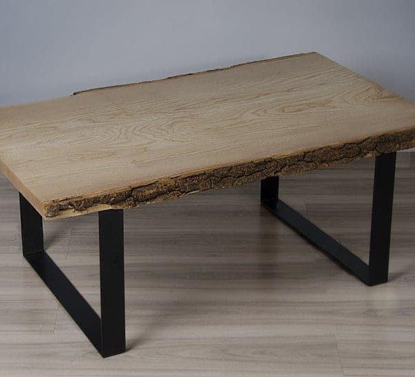 Сельский журнальный стол из одной золы плиты, живой кромки стола с orginial корой, прямоугольный журнальный столик с металлическими ножками.
