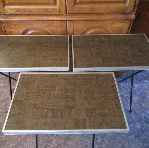 набор из 3 телевизионных лотков, телевизионных лотков с искусственной древесины вершины зерна и металлическими ножками, ТВ-таблице, подносы, складные столы ** 3 лотков