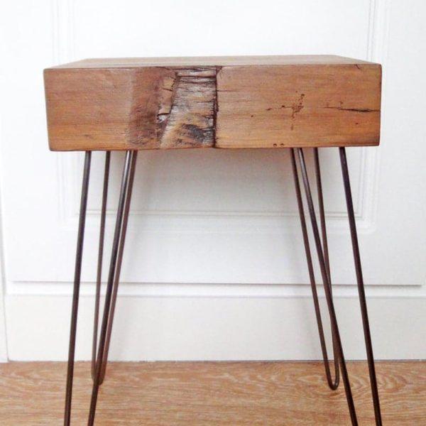 Столик с металлическими ножками
