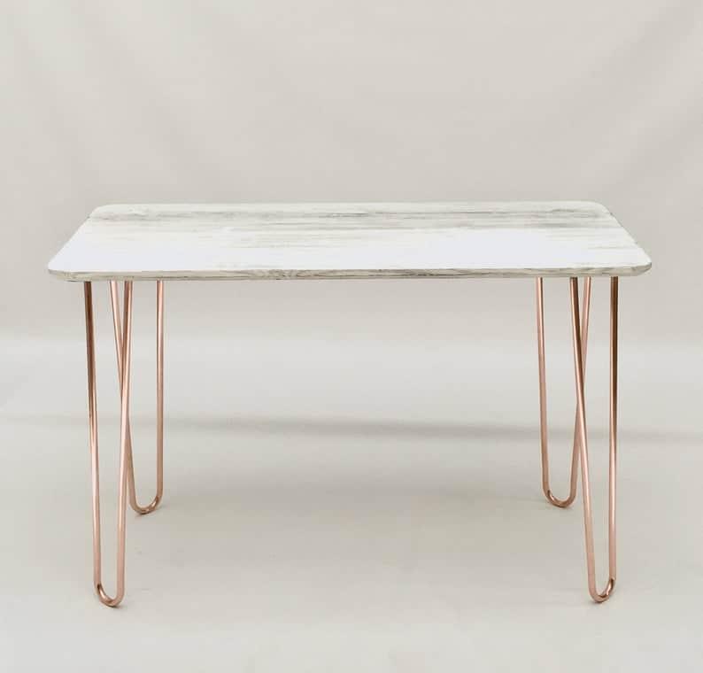 Массив дерева стальной щеткой и беленый стол из сосны с медными ножками