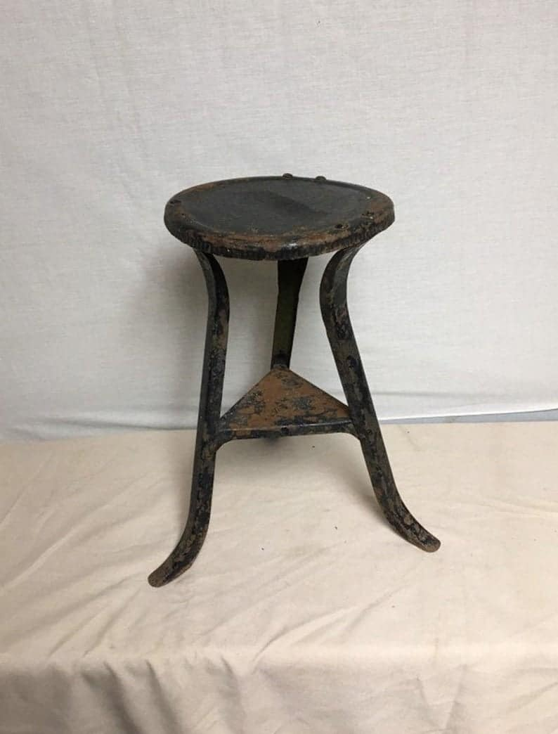 Три Legged металл доение стул, маленький столик, Рустики, примитив, треноги Ноги, Petite, черный, металл, стенд завода, Патио, настил, Сад, Ферма