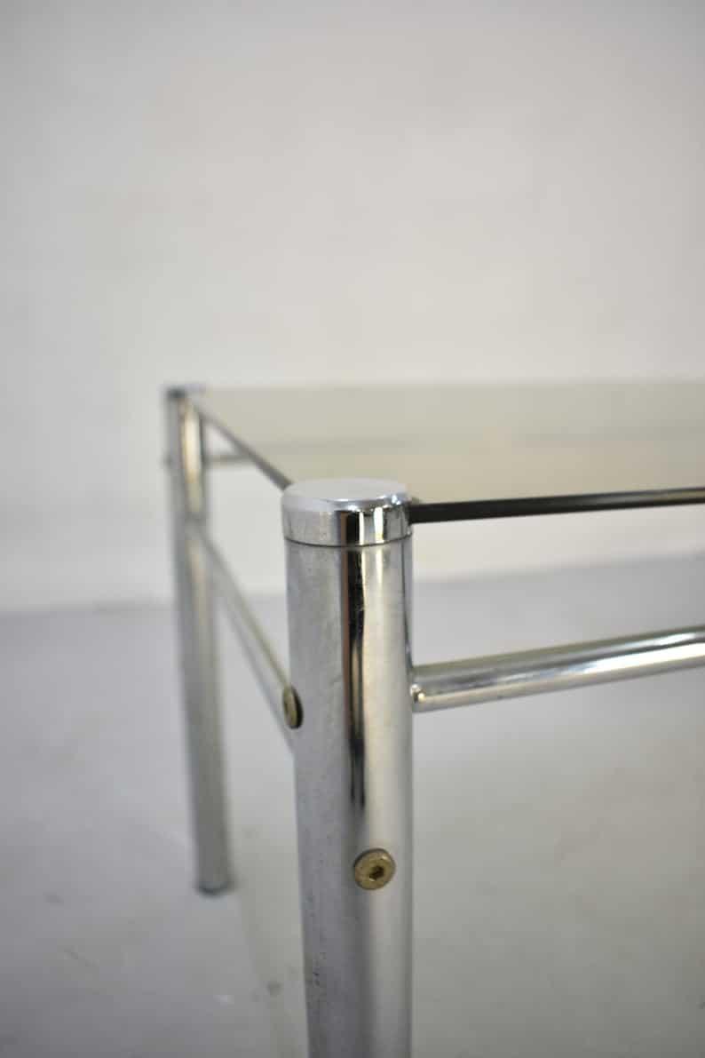 Урожай Модерна журнальный стол с Chrome Структура и копченой Glass Top, 1970 & # 39 s - 1980 & # 39 s
